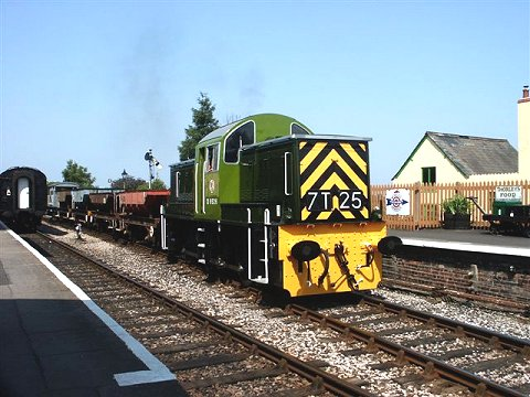 2003 - Class 14 No. D9526 at Williton on 9 August. This work is licenced under a Creative Commons Licence. © Chris Phillips