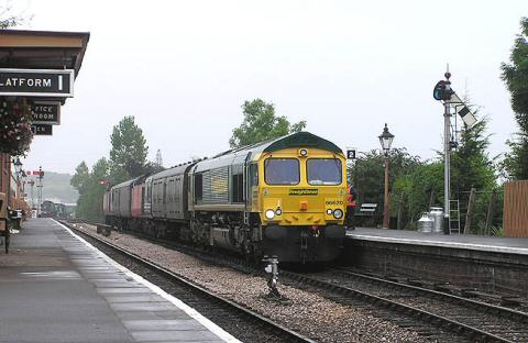 2005 - No. 66620 at Williton with two HST power cars and barrier coaches destined for South Wales - pictured here on 7 October. This work is licenced under a Creative Commons Licence. © Martin Southwood