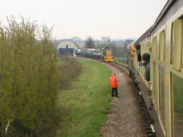 2003 - Class 14 D9526 to the rescue April 12. This work is licenced under a Creative Commons Licence. ©Unknown