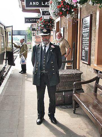 2005 - Williton Station Master Chris van den Arden on 18 August. ©(cc) Fotophile69.