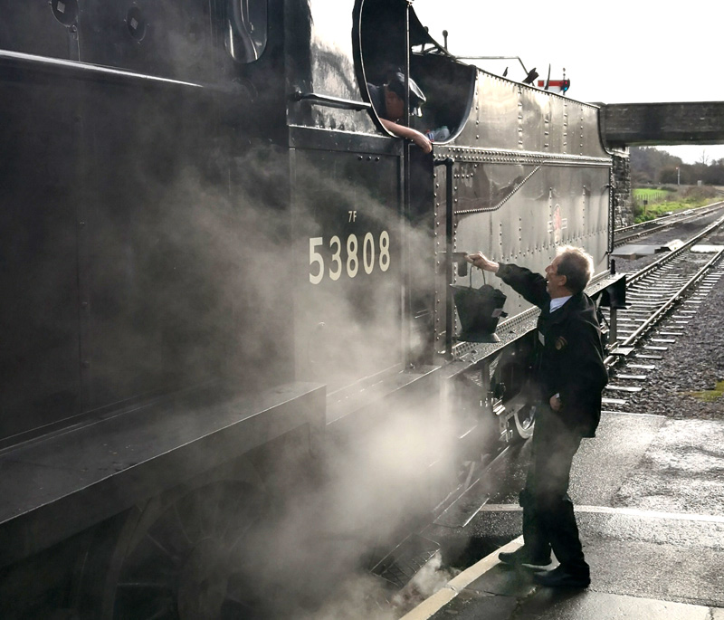 2018.12.23. Perhaps a lump short of a bucket, our Booking Clerk Chris Hooper, always willing to help, offers a bucket of coal to help get 53808 Santa Train Engine back to Bishops Lydeard... © Richard Salt