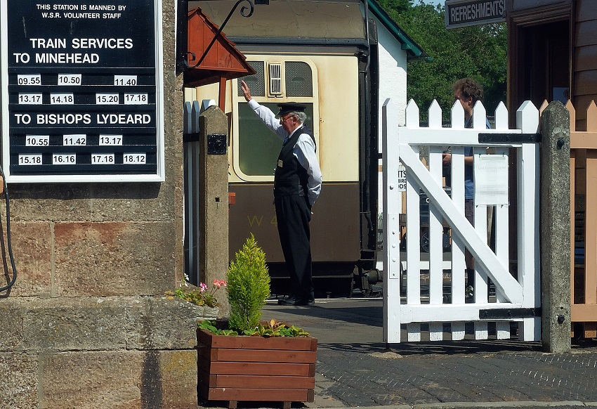 2019.07.31 Eric Clarke gives the 'All Clear' to the Guard to start the Minehead train. © Beverley Zehetmeier.
