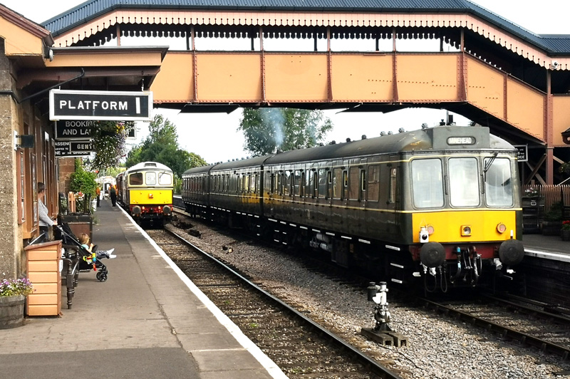 2019.07.31. The 09:55 DOWN to Minehead on UP Platform 2 at Williton, allows a special from Washford to use DOWN Platform 1. The Washford to Norton Fitzwarren train consisted of a rake of vintage rolling stock. © Richard Salt.